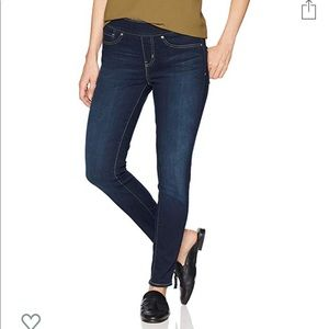 Pull on Levi jeans NWT